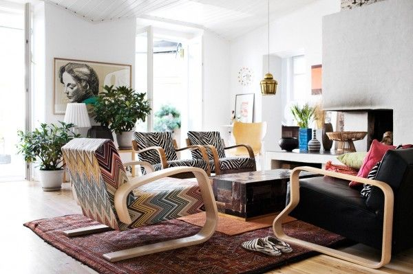 The funky, risky upholstery on these large chairs is mismatched, making the living room feel comfortable and bohemian.