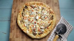 Donair pizza is one of those crazy mashups that could have only been hatched on the east coast. Like the beloved donair, it includes all the same fixin's, but with one important addition: mozzarella cheese. So if you're having trouble deciding between pizza and a donair, rest assured, now you don't have to.