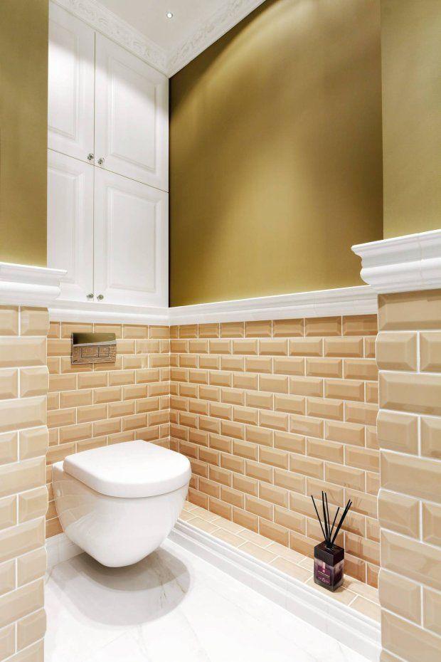 Strefa WC mieści się wewnęce przeznaczonej pierwotnie na kabinę prysznicową. Jejodrębność podkreśla inne niż wczęści ką...