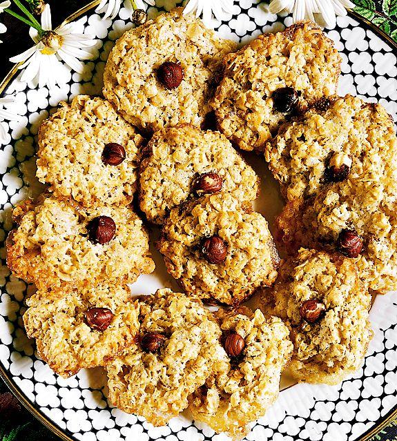 Smidiga kakor, där du kan använda de nötter du har hemma. Hasselnötter och andra nötter med mjukt skal behöver du inte skålla.