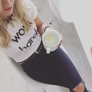 30% off @nor_folk tees. @kylieamcauley one hot mumma in the Work Hard tee  www.jellydoor.com.au  #nor_folk #fashionblogger #kidsfashionblog #hotmumma #hotmama #ootd #fashion #monochrome #minimal #blackandwhite #whitetee #hipkidfashion #coolkids #fashionkids #blogger #jellydoor