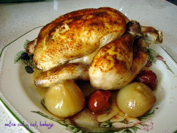 """Pollo entero estofado en olla de cocción lenta (crock-pot), aromático y jugoso, de """"entre col y col, beluga"""""""