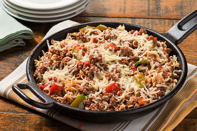 Delectable beef, saucy diced tomatoes and chopped green peppers team up with zesty dressing to make this ramen noodle skillet something special.