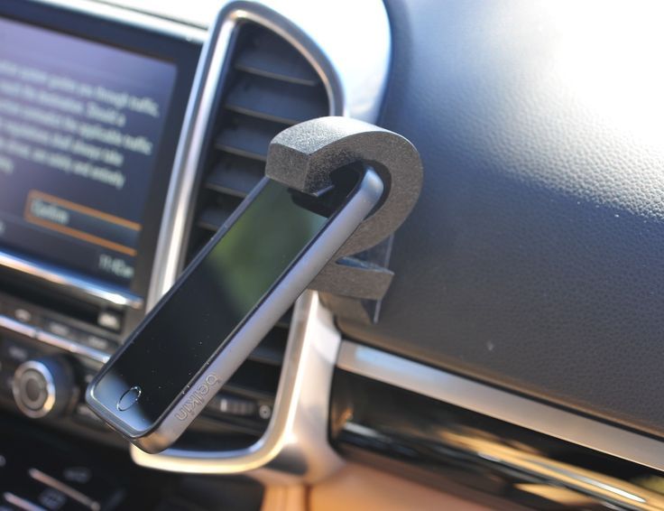 These mounts use the power of gravity to hold your smartphones!