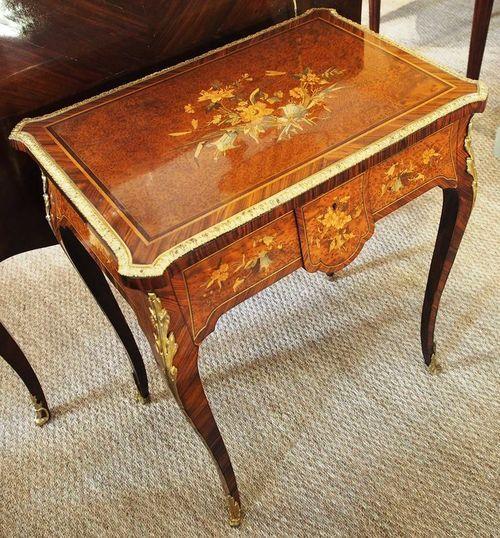 Ravissante table d'époque XIXème de style Louis XV