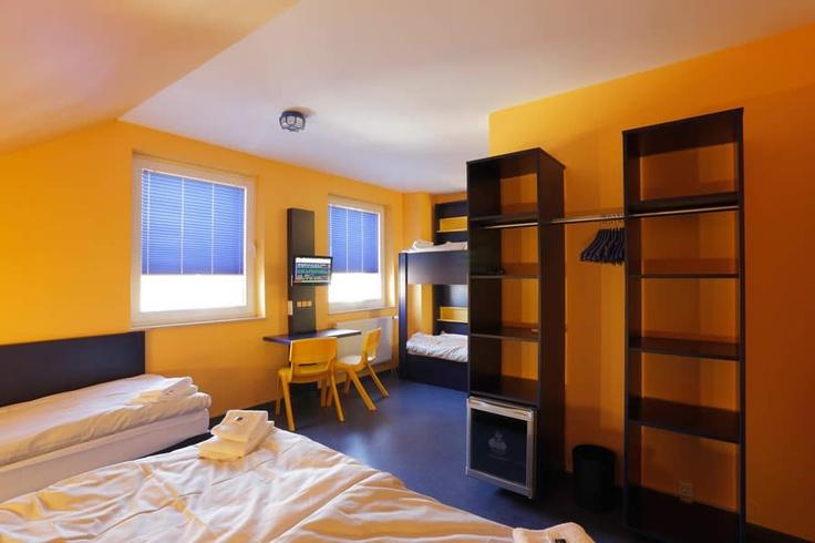 Beispiel: 5-Bett Zimmer mit Gemeinschaftsbad im Bed'nBudget Cityhostel Hannover  Osterstraße 37  Tel.: 0511 / 3606 107  Fax: 0511 / 3606 277  E-Mail: Cityhostel@bednbudget.de  www.bednbudget.de