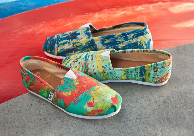 This pair of special edition Classic Alpargatas features a digital print of an original painting created by LA Artist Tyler Ramsey.