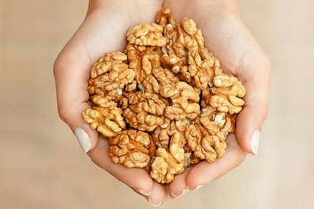 Secretele: Ce se intampla la 4 ore dupa ce consumi o mana de nuci!