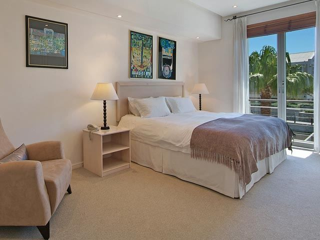 105 Altmore - 105 Altmore is a spacious and modern self-catering apartment located in the Victoria and Alfred Waterfront in Cape Town. It is in an ideal position for guests wishing to explore Cape Town.  The apartment ... #weekendgetaways #vandawaterfront #southafrica