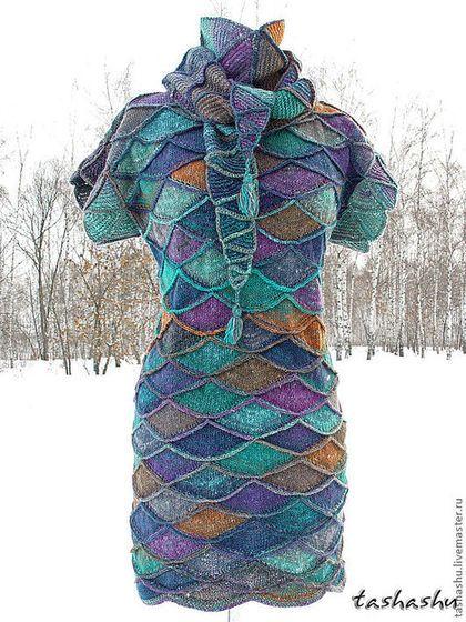 Купить или заказать Вязаное платье с бактусом 'Гребень Ехо'. в интернет-магазине на Ярмарке Мастеров. Платье связано спицами в технике пэчворка из элитной японской пряжи Noro (шелк, шерсть ягнят, кидмохер).Платье 'труба' без боковых швов. Можно надевать и с джинсами, как платье-свитер на тонкий свитерок или водолазку. Бактус в комплекте. Змеиный узор принесет владелице удачу в наступившем году:) Подробный МК в моем блоге.