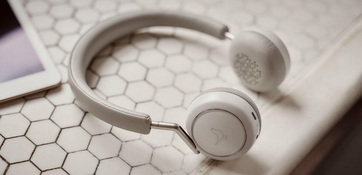 If you want to buy headphones with best quality and price. Stop your search at Iuzeit, we have the latest collection of earphones that are comfortable and has good sound quality. Contact us today!