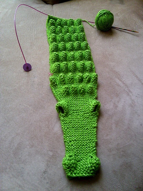 croc as a scarf, would be so cool, except it's an alligator and I need someone to make it for me!