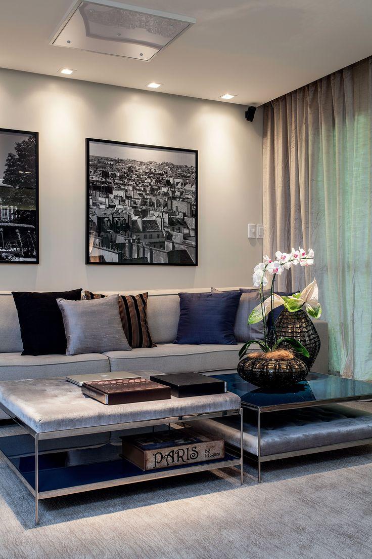 Sofisticação e despojamento alternam-se com harmonia neste apartamento em Aracaju, cujos ambientes foram concebidos para um jovem casal desfrutar a vida ao lado dos amigos. Wesley Lemos.