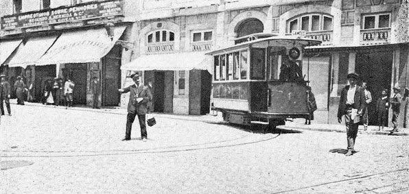 Ascensor da Estrela na Praça Luís de Camões, 1913