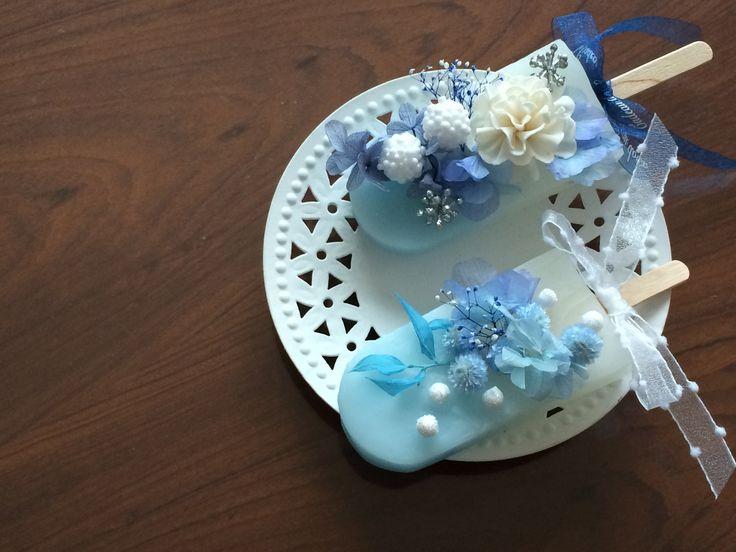 アイスキャンデー型でブルーからホワイトのグラデーションのアロマワックスサシェ♡ ソーダーブルーの爽やかなサシェにお菓子の様にアレンジしました^ ^