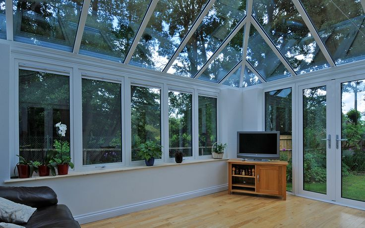Light and airy ideal for relaxing and entertaining