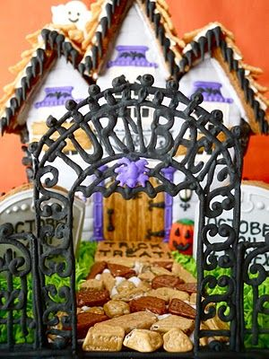.Oh Sugar Events: Haunted Gingerbread House #fall www.BlueRainbowDesign.com