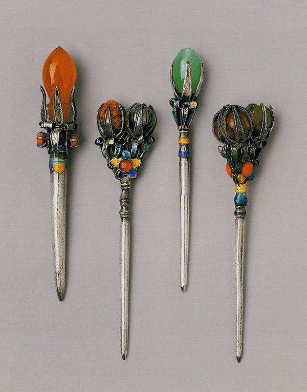 #Hanbok Accessories: Binyeo (Hair Pin) : There were various shapes and materials of Binyeo, and they stood for the class of the one who wore it. It is consisted of a long body and the head, and people decorated the head with various materials and colors.