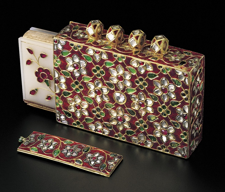Small manuscript of the Qur'an with gem-set jade covers and pendant case fabricated from gold and with champlevé enamel work, set with diamonds, rubies and emeralds in kundan technique. North India or Deccan, manuscript dated 1085 AH/1674