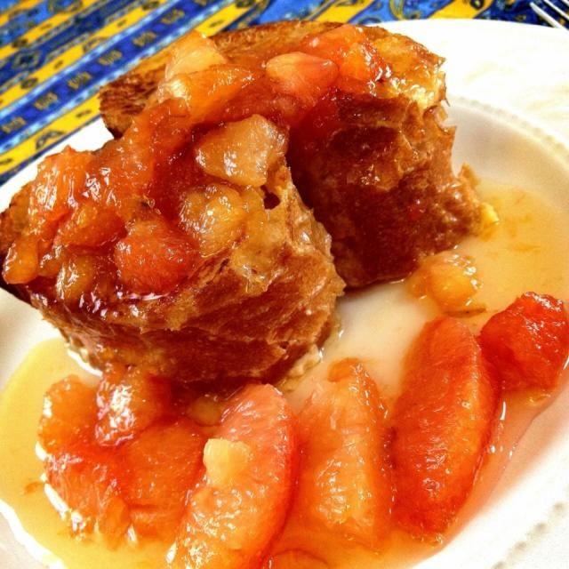 フレンチトーストは砂糖の代わりに練乳。 クレープフルーツソースは、酸味と甘みが大人のソースでした - 278件のもぐもぐ - フレンチトースト                                グレープフルーツソース by 1125shino