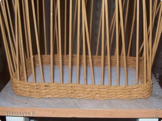 """Эту кромку я нашла в книге """"Плетение"""" Б. Мейнард 1981 г. выпуска (плетение из лозы), попробовала на коробочке для дочки, понравилось. Хочу поделиться. фото 1"""