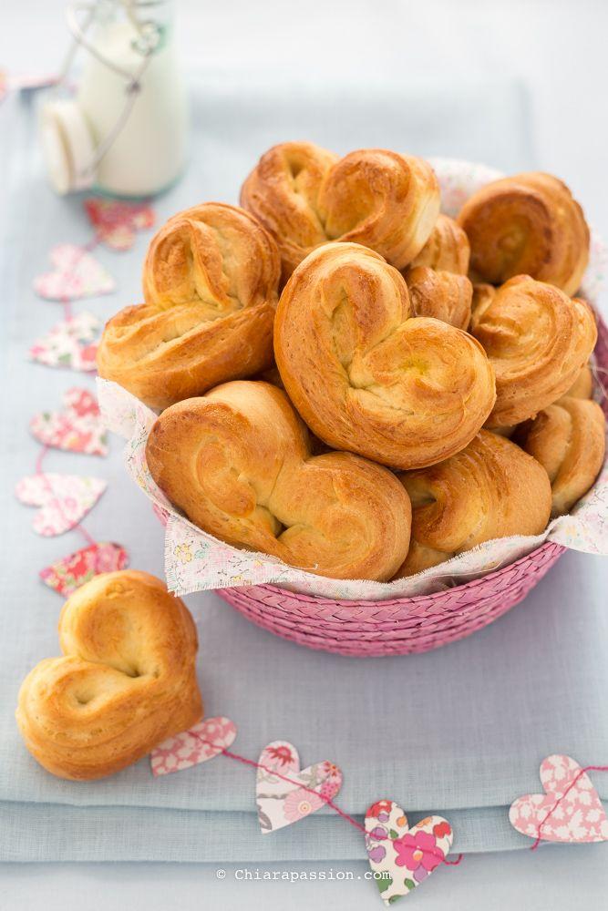 Panini al latte a forma di cuore. Valentine's day Heart Bread - Chiarapassion
