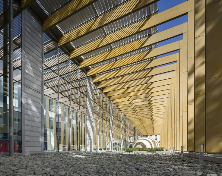 overhang shading device Pontivy Media Library | Opus 5 architectes