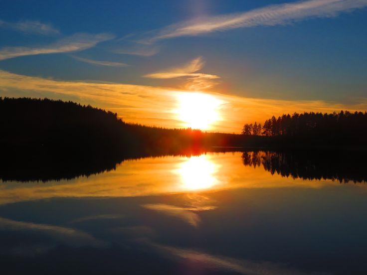 #öitä #luonto #auringonlasku #nature #sunset #goodnight pic.twitter.com/ZsR4pDw9JN