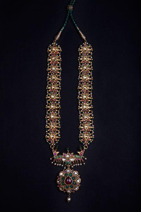 Antique Indian Jewellery, Antique Indian Jewelry, Antique Jewelry, Antique Jewellery, Jewelry, Jewellery, Fashion Jewelry, Indian Jewelry, Old Jewelry, Jewelry India Asian Art, Islamic Art, Asian Antique, Islamic Antique, Antique Jade, Mughal Antique, Mughal Jade