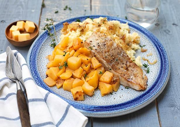 Noordzeeheekfilet, winterse koolraap met tijm en aardappelpuree met oude kaas