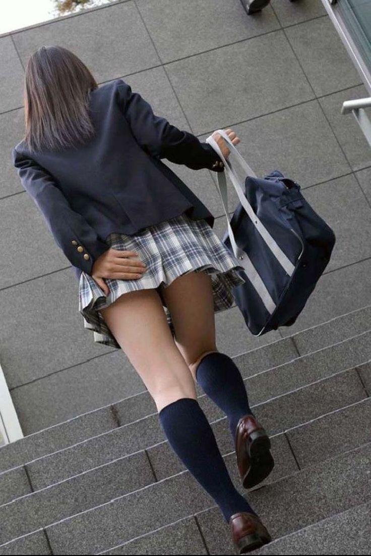 Schoolgirl upskirt panty