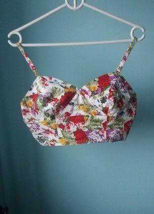 Kup mój przedmiot na #vintedpl http://www.vinted.pl/damska-odziez/topy-koszulki-i-t-shirty-inne/16749378-kwiecien-bralet-goraco-polecam