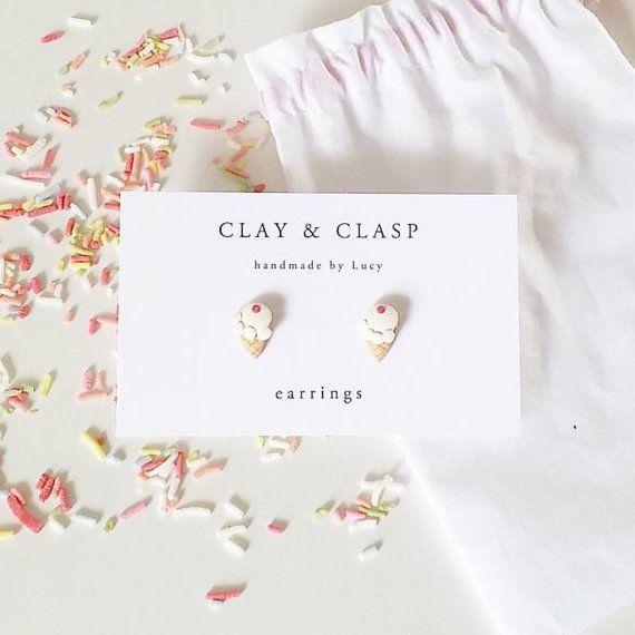 Ijs oorbellen  mooie handgemaakte polymeer klei door ClayandClasp