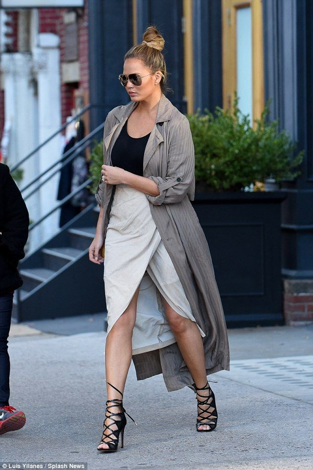Pregnant Chrissy Teigen steps out with mother in stilettos ...