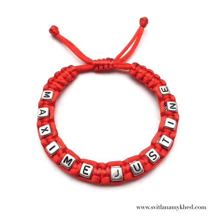 """Bracelet """"MAXIME JUSTINE"""" (réversible, personnalisable) homme, femme, enfant, bébé   Fermeture coulissante. Convient à tous les poignets! lettres acryliques 6X6mm  Bracelet tissé avec un fil de satin 2mm. de diamètre (couleur au choix) Ce bracelet ne craint pas l'eau.  Vous pouvez toujours le garder sur le poignet (douche, piscine, vaisselles....)  Bracelet est personnalisable!!!"""