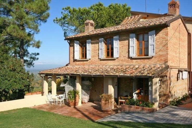 Mooie vrijstaande villa met privé zwembad, gelegen in een rustige omgeving met mooi uitzicht op de heuvels rond het stadje Montaione, ca. 50 km. van Florence en 20 km. van het charmante dorpje San Gimignano verwijderd. Deze villa heeft een mooi en warm interieur en ook een grote tuin met ingericht terras.