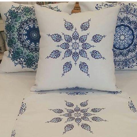 Mavi çini desenli yastıklar.. Bilgi için dm..✌ #tasarım#yastık#yastıkkılıfı#pillows#mimar#içmimar#dizayn#evdekoru#evdekorasyonu#evim#yazlık#bahçedekorasyonu#villa#decoration#Edirne#İstanbul#ankara#bodrum#gümüşlük#antalya http://turkrazzi.com/ipost/1521808464060605477/?code=BUejLw0g-Ql