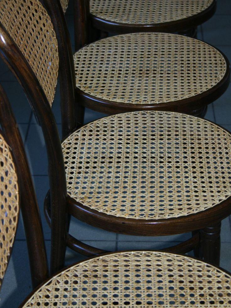 Ręcznie wyplatane siedziska w krzesłach giętych. Pracownia renowacji mebli wyplatanych.