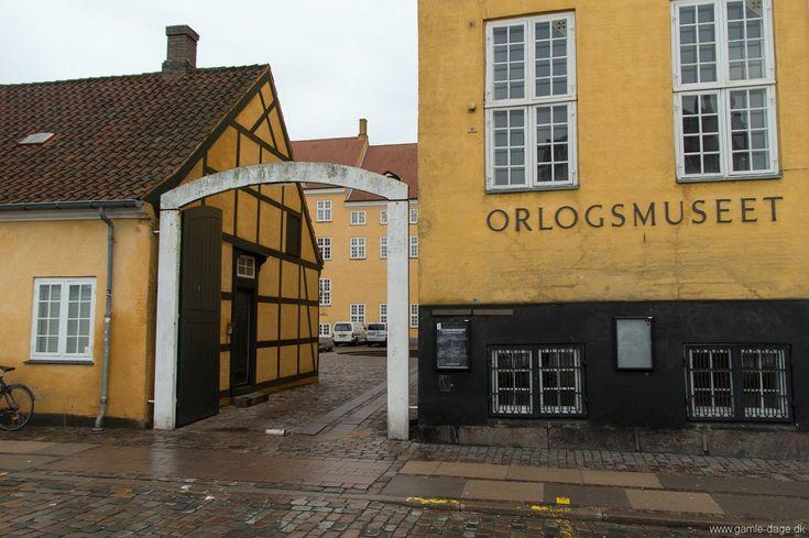 Engang i efteråret var jeg forbi Orlogsmuseet på Christianshavn, og selvfølgelig var der lukket. Den dag kørte jeg videre ud på Holmen, og fandt noget andet spændende at se på. Den ene dag tager den anden, og pludselig er der gået flere måneder, også selvom jeg ikke bor mere end et par kilometer fra museet.  Jeg læste lidt op på lektien, og fandt ud af at Onsdag er gratis dag, så igår måtte jeg forbi.. #Orlogsmuseet #Christianshavn