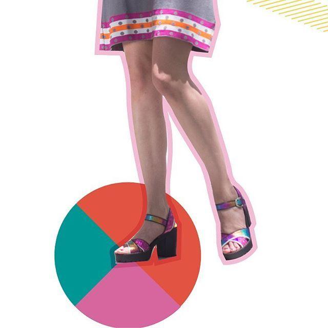 #ARCOIRIS   Domingo en #LP!  Sandalias cancheras y cómodas con agarre ideal al piso para las más aceleradas. Hechas con cueros multicolor metalizado y riguroso blanco y negro por si no te decidís a tanto glam. Base de goma taco ideal para todo el día! De  la cápsula exclusiva para #CosaDeMinas Stand Up. Pasá por el #LPStore a partir de mañana y aprovechá el #SALE! ///// Efectivo: Descuentos del 20 al 35%! Tarjetas: 15% OFF Jueves Viernes y Sábados: Ahora 3 y 6 pagos! ///// #PrimaveraVerano…