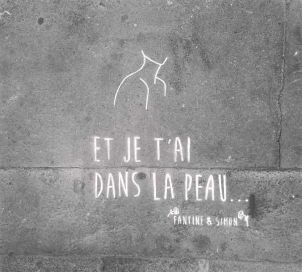 Et je t'ai dans la peau... In the streets of Paris • By Fantine & Simon • #paris #streetart #urbanart #graffiti #stencil #fantinetsimon #photography #love #amour #buste #iloveyou #flowers www.fantineetsimo... ©Fantine&Simon