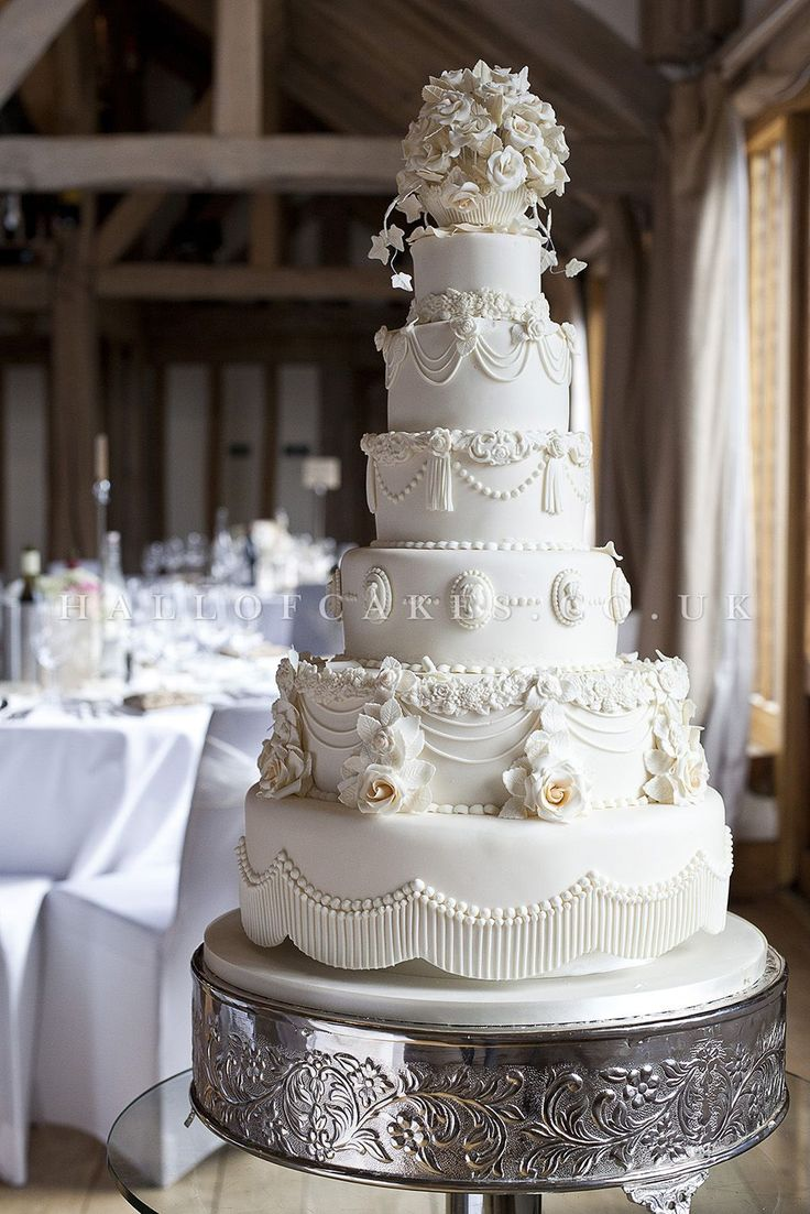 Truly #Victorian #wedding #cake from the truly talented Nicola Hall at the Hall of Cakes.