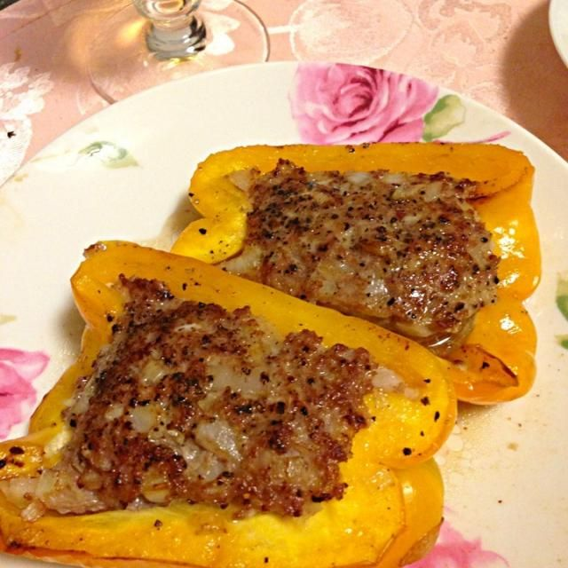 一度作ってみたかった、大きなパプリカのハンバーグ*\(^o^)/* 美味しかった〜(≧∇≦) - 7件のもぐもぐ - パプリカハンバーグ by piyosheff
