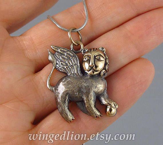 León con alas de bronce colgante listo para enviar