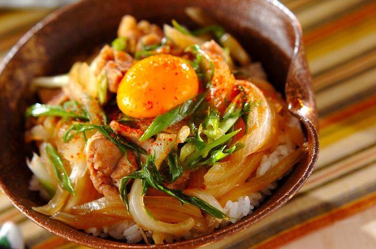 すき焼き風の甘辛い味付けがたまらない。鶏肉のすき焼き丼[和食/ご飯もの(寿司、ご飯、どんぶり)]2008.12.29公開のレシピです。