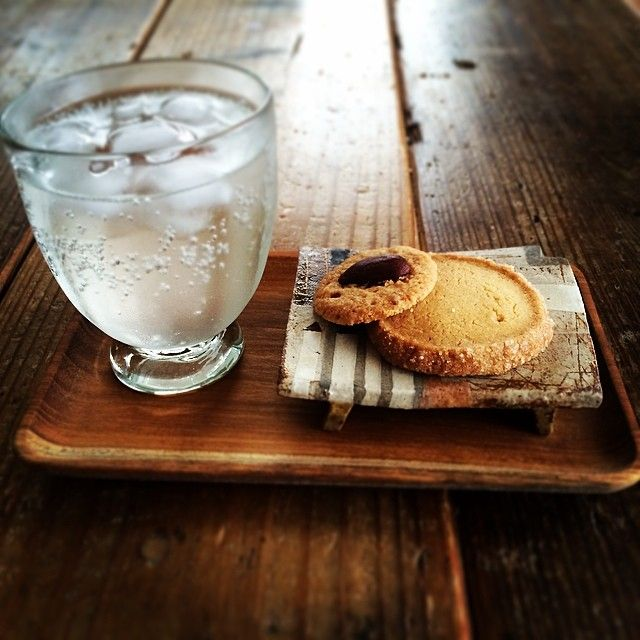 Instagram media by naho_79 - ジンジャーシロップに炭酸水でジンジャーエール。 ツマガリのクッキー、美味しくて大好き♡