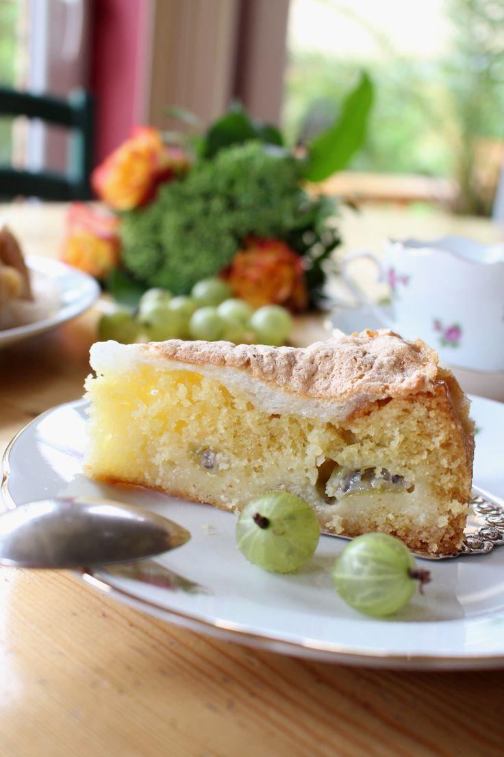 Sommerzeit ist Beerenzeit! Stachelbeer-Baiser-Kuchen mit Rezept