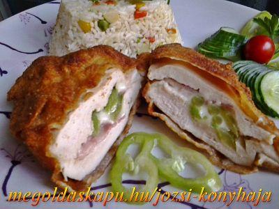 Rántott csirkemell sajttal, baconnal és csípős paprikával töltve http://megoldaskapu.hu/csirkemell-receptek/rantott-csirkemell-sajttal-baconnal-es-csipos-paprikaval-toltve A töltött húshoz: • 4 db csirkemell filé • 4 szelet trappista sajt • 4 szelet bacon • 2 db hegyes erős paprika • só