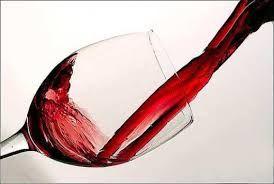 Standardowy kieliszek wina to jakieś 120 kalorii. Więcej o winie dowiesz się na naszych kursach online - od poziomu początkującego do zaawansowanego! http://vinotrio.com.pl