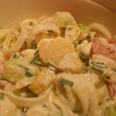 Dieser Salat ist sowas von erfrischend und passt perfekt zu knusprigem Gyros, gegrillten Bifteki- und Souvlakispießen, gegrilltem Fisch und Lamm - u...